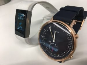 Misfit Command vs Fitbit Charge 2 比較 斜め